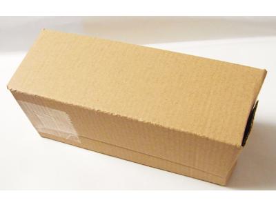 眼鏡本体を箱に入れて梱包