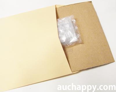 SDカードを封筒に入れます。