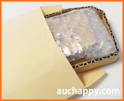 梱包したピアスを封筒に入れて送ります。