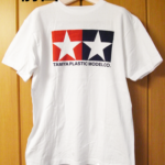 Tシャツ前面の全体を撮影する。