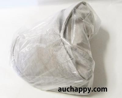 帽子をビニール袋で包んで梱包