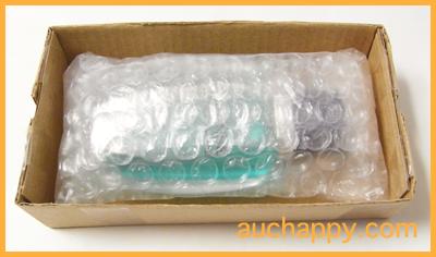 香水を箱に入れて破損防止にします。