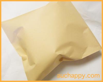 タンブラーを紙袋に入れて郵送します。