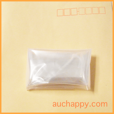 消しゴムをビニール袋で包みます。