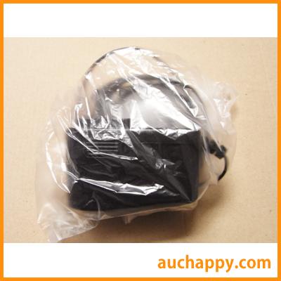 AC電源アダプターをビニール袋で包みます。