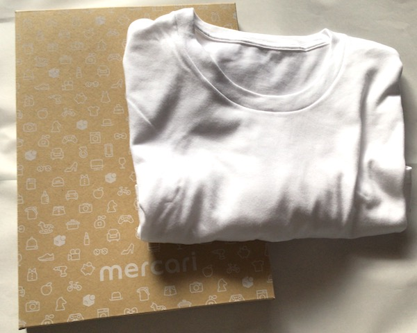 らくらくメルカリ便ネコポス専用箱でTシャツを梱包