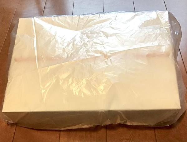 箱に入れたipadをビニール袋で包む