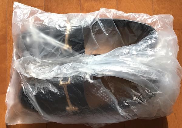 靴をビニール袋で包む